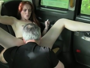 Sexy amateur babe nailed by fraud driver to off her fare