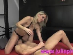 Julia Pink Milf hart Anal Rimming und genommen