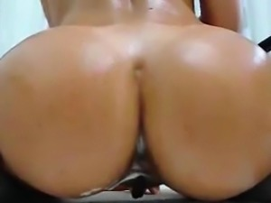 Hotty Girlfriend Fucks Her Tight Creamy Pussy on Webcam