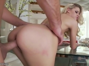 Sweet blonde Jessa Rhodes with tiny tits opens her legs and gets her...
