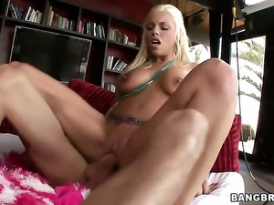 Britney Amber with giant boobs and hairless cunt makes her dirty dreams a...