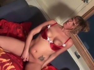 Blonde hot mature vibing clit and cumming hard