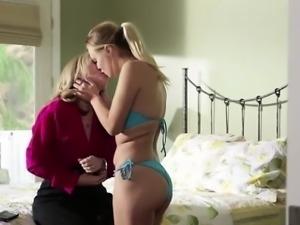 Lovely babes Nina n Natalie erotic sex