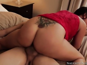 Big ass women know how to ride