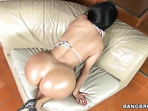 Colombian bubble butt on hot Angelina