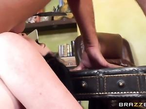 Bella Maree shakes her huge tits