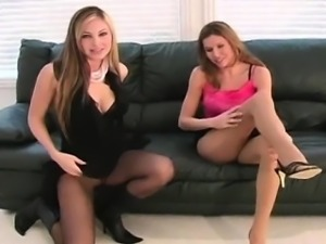 Kinky stretching of muff hole in fancy pantyhose
