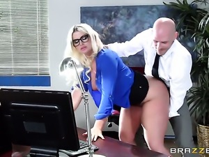 Julie Cash and Johnny Sins are fucking