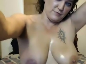 Mature housewife Marian squirting live on webcam