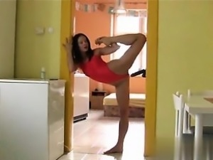flexible brunette - found her on cheat-meet.com