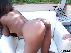 Huge ass amateur does it doggy style