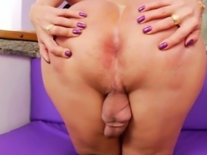 Huge ass tranny Paula D Avila wanks her fat hard schlong