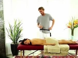 Gorgeous brunette Sara Luvv wanna teases a gay masseur