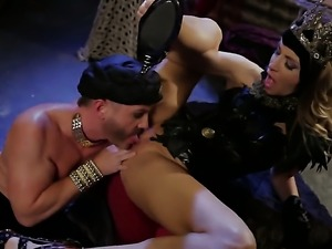 Naughty harlot jessica drake makes dude bust a nut after sex