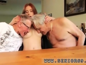 Young girl sucks old man Minnie Manga munches breakfast with
