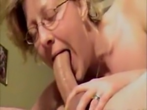 UGLY MATURE SHOWS SHE CAN STILL MAKE COCK GROW HARD WITH DEEPTHROAT SKILL11