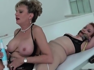 Unfaithful british mature lady sonia displays her big tittie