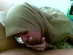 AsianSexPorno com - Muslim girlfriend blowjob