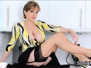 Unfaithful british mature lady sonia exposes her massive jug
