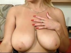 my mom play big boobs