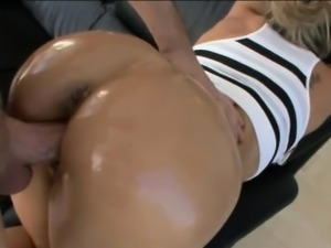 Huge ass MILF Brandi Love pussy ripped by big hard dick