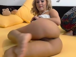 Bodacious blonde has her favorite toys making her pussy wet