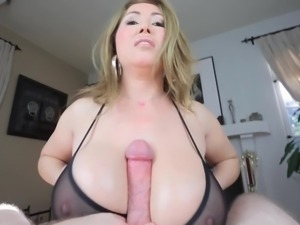 TITTYFUCK UNDER BRA! MASSIVE TITS! CUMSHOT BETWEEN TITS