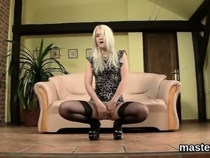 Foxy czech nympho spreads her yummy honey pot to the special
