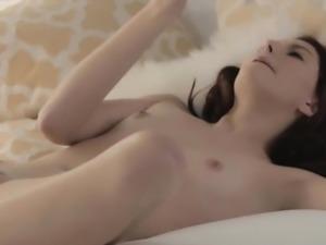 Enjoying it really hard while mastrubating her soft body