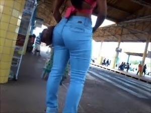 morena gostosa de jeans