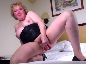 Real mature mother first time on cam
