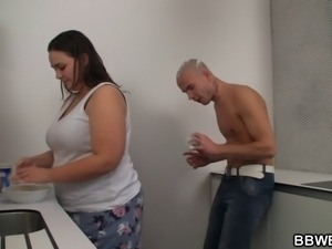 He fucks BBW at the kitchen
