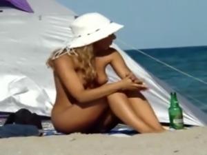 Blonde Nude Beach (720p HD)