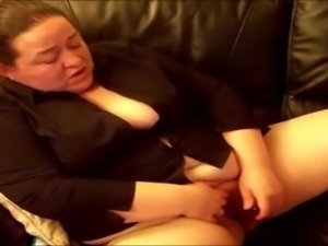 Horny british bbw milf masturbates - sluttypussycams.com