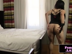Transitioning femboy fingers ass and jerking