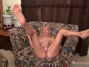 Slim blonde granny Cindy and BBW granny latina Brenda in one compilation...