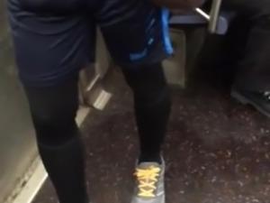 Belle bosse dans le metro