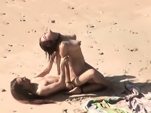 Warm dick experience in the beach