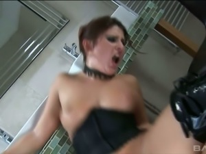 Sex-appeal whore in latex knee boots Bellina takes massive hose in her anus
