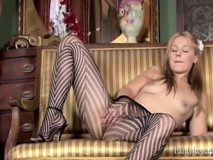 Blonde Babe Olivia In Her Pantyhose