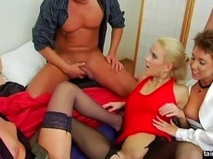 Elegant Justine Ashley shares the guy's piss with her best friend