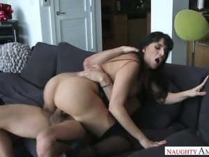 Fucking hot bitch Mercedes Carrera gives her head before steamy cowgirl session