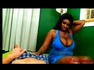 Big Titts Girl give sweet Handjob