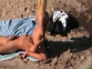 Peeper catches a hot blonde sucking and fucking on the beach