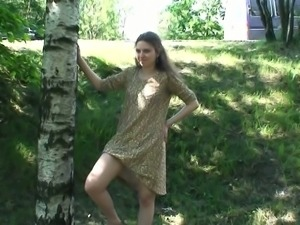 Pretty teenage girl Masha exposes her pussy on camera near the road