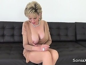 Cheating british milf lady sonia reveals her gigantic tittie