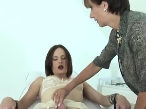 Unfaithful english milf lady sonia showcases her big boobs
