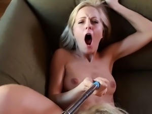 Los Consoladores - Hot blondie babes in Spanish threesome