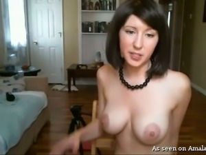 Sassy virtual whore with silky black hair flaunts her tits and pussy