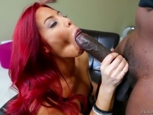 Pretty MILF Ryder Skye with long red hair wraps her
